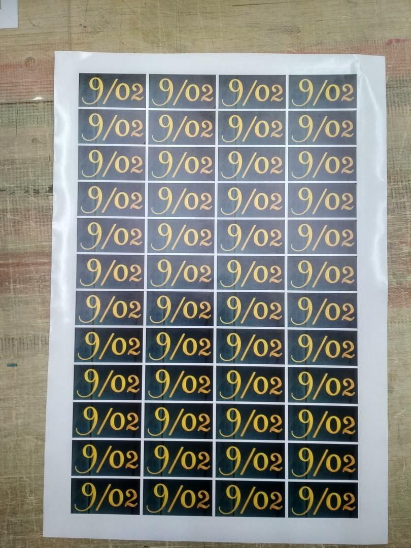 широкоформатная печать на пленке самоклейке цена